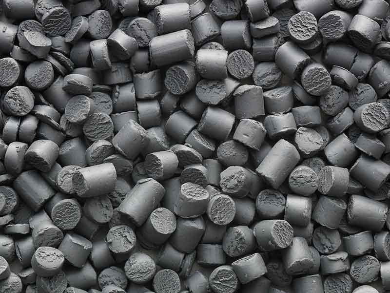 Granulate aus PBT- und PET-Compounds, die mit einem Compoundier-System für technischen Kunststoff- hergestellt wurden.