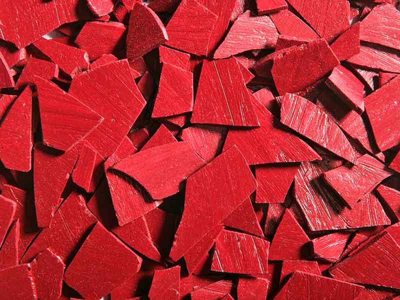 Polvo rojo para el recubrimiento en polvo, fabricado en una instalación de preparación de compuestos para pinturas en polvo