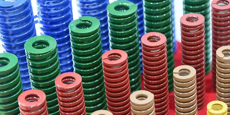 Polvo azul para pinturas en polvo, fabricado en una instalación de preparación de compuestos