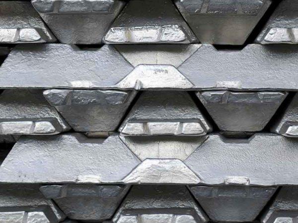 Алюминий штабелированных стержней изготавливается, как правило, с анодной пастой, подготавливаемой при помощи системы компаундирования BUSS.