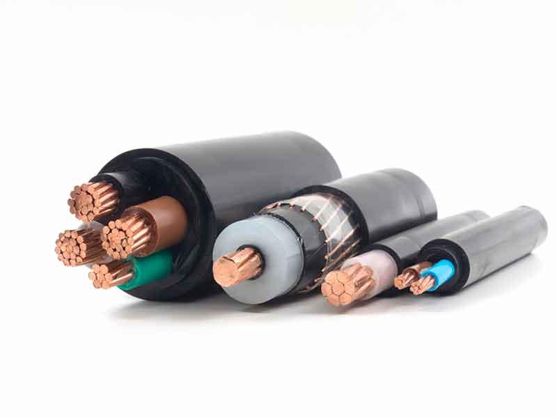 Kabelstücke mit Isolierung aus peroxidisch vernetzbaren Kabelcompoundsystemen.