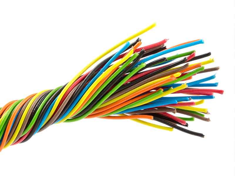 Manojo de cables como ejemplo de compuestos de PVC para cables y del sistema de preparación de compuestos BUSS