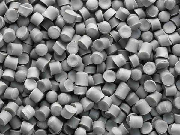 Серый гранулят кабельных ПВХ-компаундов, произведенный при помощи технологии компаундирования BUSS