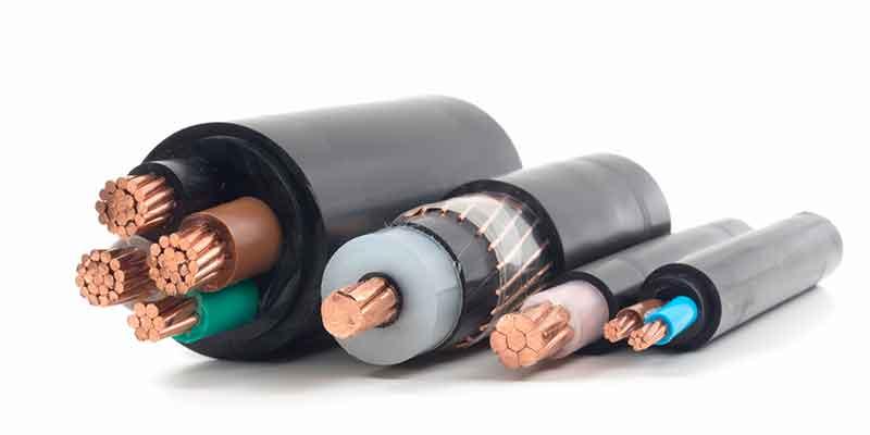 Diferentes cables con aislamiento, como ejemplo de compuestos reticulados con silano para cables, fabricados con equipos de preparación de compuestos BUSS