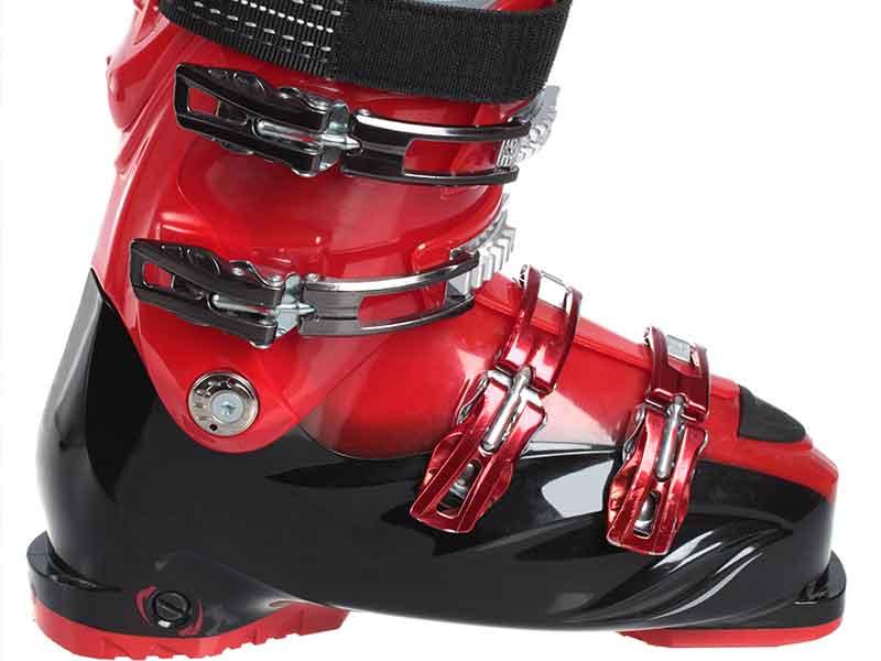 熱可塑性エラストマー(TPE)製のスキーブーツ