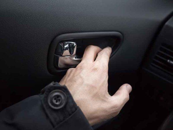 Черная автомобильная дверь из гранулята из компаундера маточной смеси