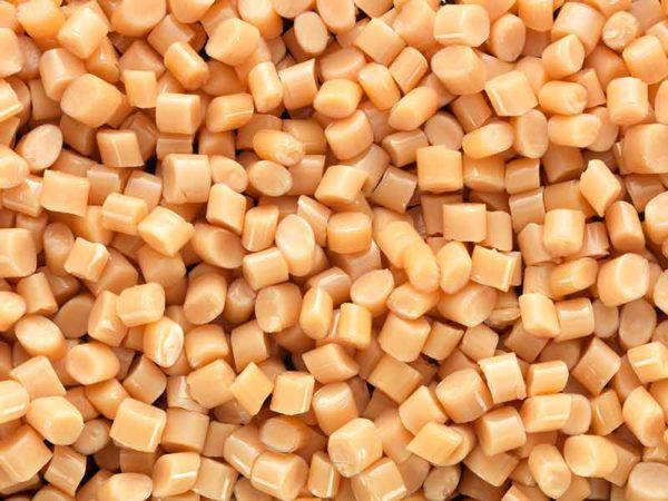 Оранжевый гранулят маточной смеси, изготовленный при помощи компаундера маточной смеси BUSS.