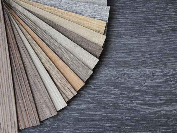 天然繊維複合材混練システムの多能性を示す合成木材のカラーサンプル