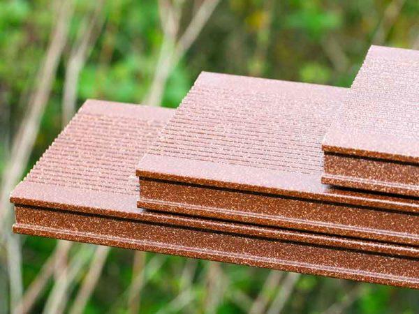 ウッドテラス厚板用合成木材に使われる天然繊維複合材コンパウンド