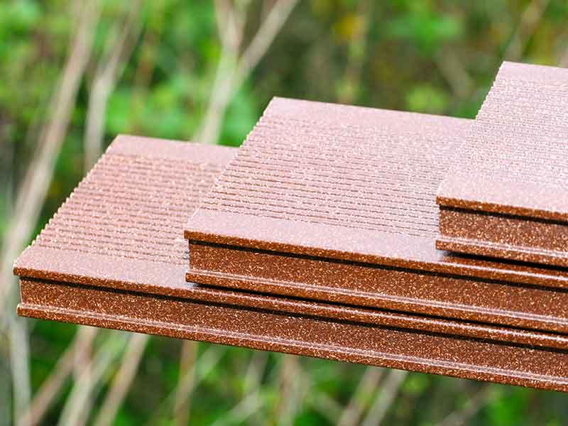 Композиты из натуральных волокон используются для изготовления террас из синтетических полимеров.