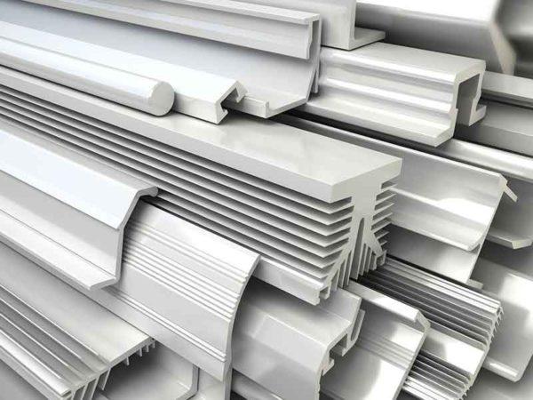 Пластиковые планки показывают возможности непластифицированного ПВХ после компаундирования жесткого ПВХ
