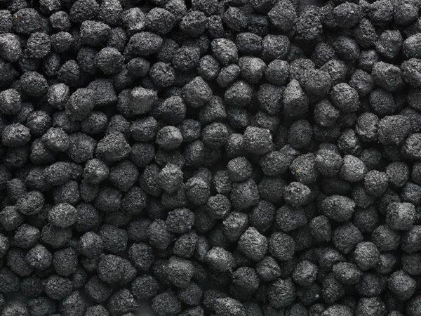 混練技術によって製造されたゴム・コンパウンドの黒色顆粒